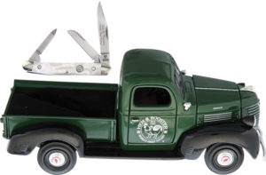 Hen & Rooster Scale Model Pick-up with Knife